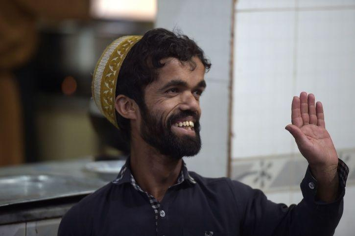 Meet Rozi Khan, Peter Dinklage AKA Tyrion Lannister's Pakistani Look-Alike, A Waiter By Profession