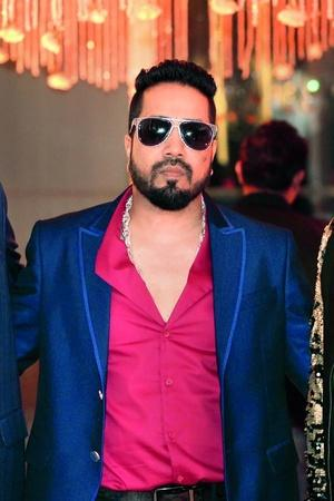 Mika Singh Extends Help To ActorTurnedSecurity Guard Savi Sadhu Offers A Role In Bipasha Basu Sta