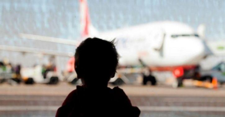 a-passenger-forget-baby-airport-plane-returns-back