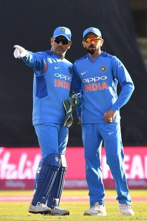 ms dhoni and virat kohli