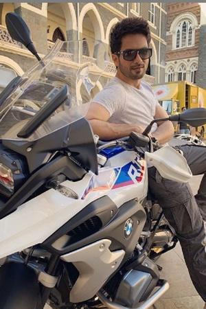 Shahid Kapoor Shahid Kapoor Latest Bike Shahid Kapoor BMW R1250 GS Adventure Shahid Latest Bike