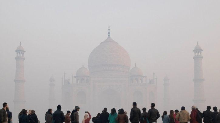 In Agra, One Of The Most Polluted Cities, Burning Garbage Can Land You In Jail