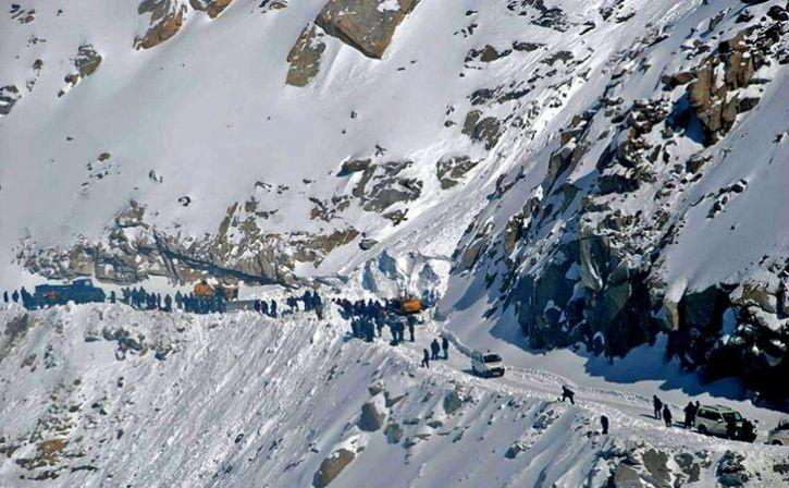 Landslide Near Manali Leaves 2000 Tourists Stranded