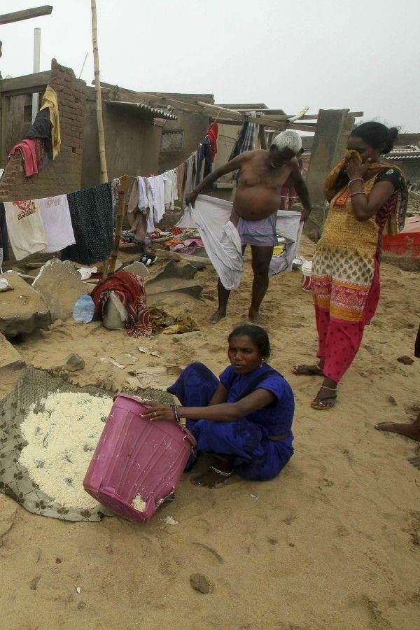news wrap:Protests In Odisha Over No Power, India Developing