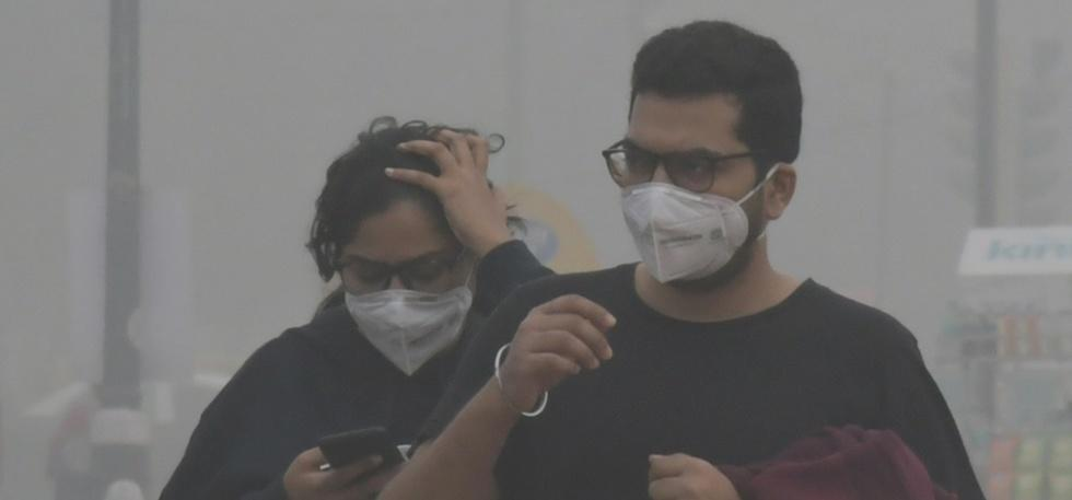 air pollution in india people wearing pollution masks