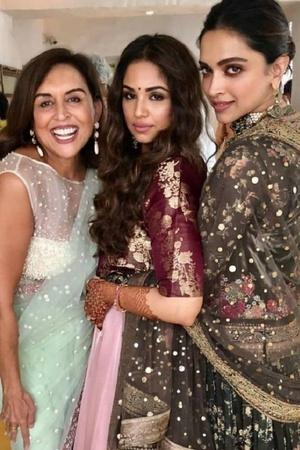 From Singing Dancing To Enjoying Festivities DeepVeer Had A Ball At Friends Wedding In Bengaluru