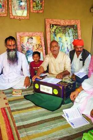Haters May Not Like It But BHU Prof Feroze Khans Father Is A Respected Aarti Bhajan Singer