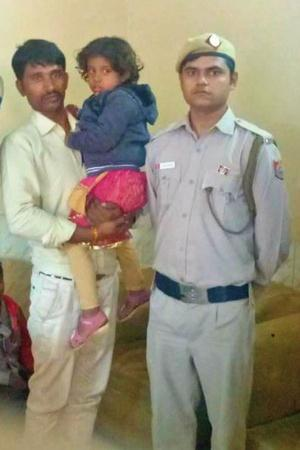 Hero Bus Marshal Rescues FourYearOld Girl From Kidnapper In Delhis Cluster Bus