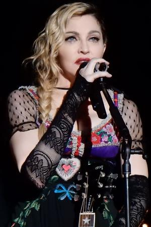 Madonna Drinks Her Own Urine Takes A Dip In The IceCold Water At 3 AM To Heal Bruises