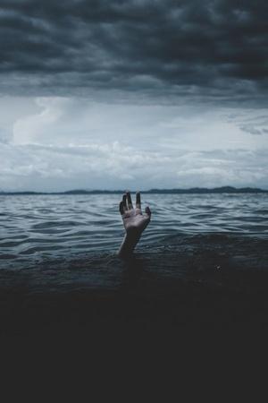 Man Saves 4YO Girl From Drowning In An EightFeetDeep Sewage Drain