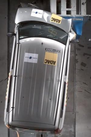 Maruti Suzuki Ertiga Ertiga Crash Test Result WagonR Crash Test Video Hyundai Santro Crash Test