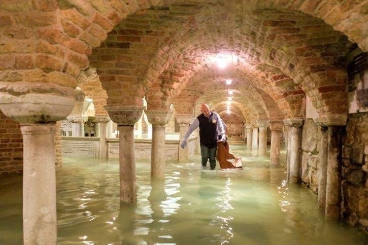 venice flood venice under water  these images show how the