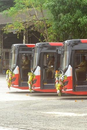 BEST Electric Bus Catches Fire BEST Electric Bus Emits Smoke Mumbai Electric Bus Smoke Olectra El