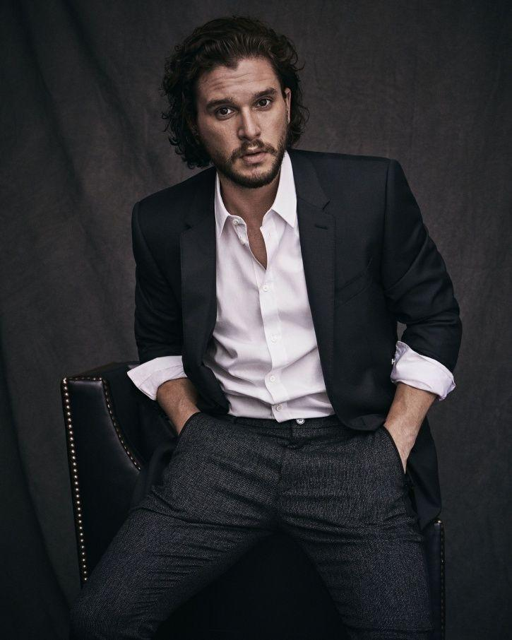 Kit Harington is the wielder of sword called Ebony Blade.
