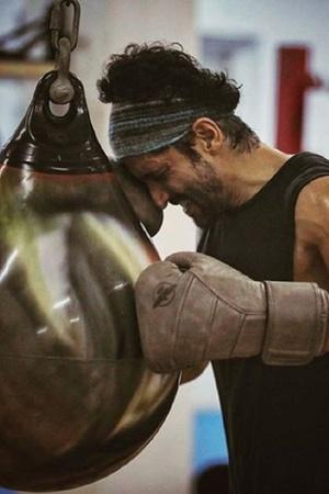 My First Legit Boxing Injury Farhan Akhtar Suffers Hairline Fracture On Toofan Sets Shares Photo