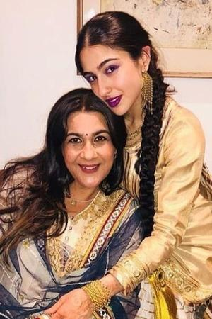 Sara Ali Khan Mom Amrita Singh Eating An Enormous Dosa Is All Of Us Going Overboard On Cheat Days