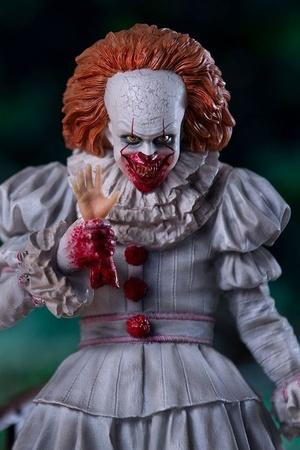 Bill Skarsgard Who Plays Pennywise In IT Chapter Two Is So Hot That Everyone Is Gushing Over Him A