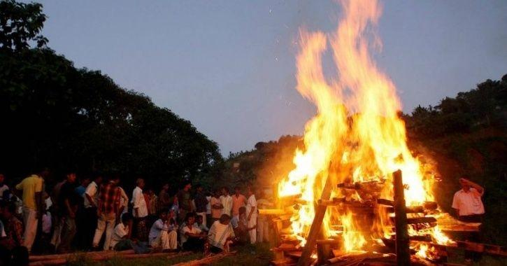 Daughters-In-Law Break Tradition And Carry Mother-In-Law's Body To Funeral Pyre In Maharashtra