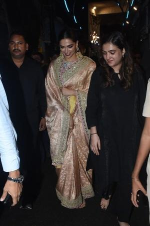 Deepika Padukone Visits Lalbaugcha Raja Walks Barefoot As She Offers Prayers To Lord Ganesha