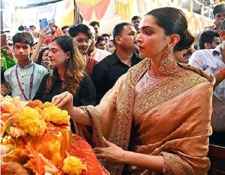 Deepika Padukone Visits Lalbaugcha Raja, Walks Barefoot As She Offers Prayers To Lord Ganesha!
