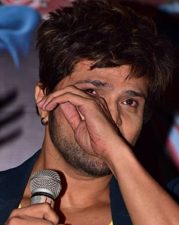 Himesh Reshammiya wiping off his tears at Teri Meri Kahani song launch.