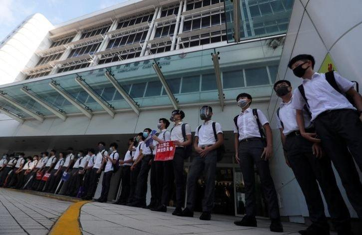 Hundreds Of Students In Hong Kong Formed Human Chains10