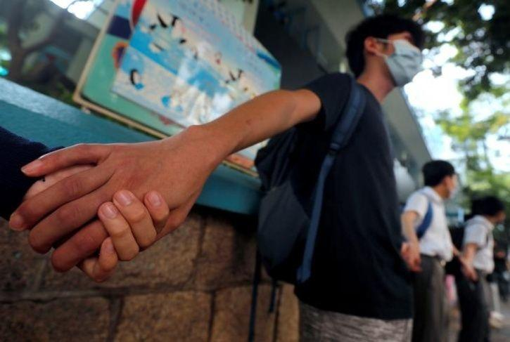 Hundreds Of Students In Hong Kong Formed Human Chains12