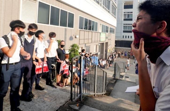 Hundreds Of Students In Hong Kong Formed Human Chains6