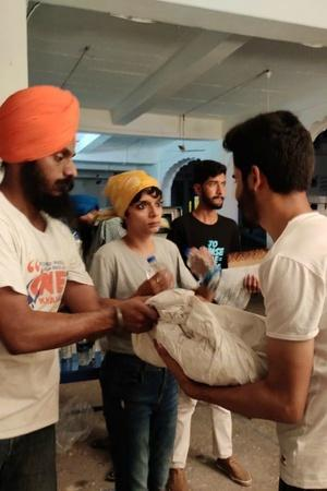Khalsa Aid Distributes Essential Items Groceries Money Among 300 Kashmiri Students In Punjab