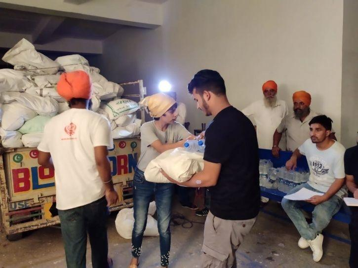 Khalsa Aid Distributes Essential Items, Groceries & Money Among 300 Kashmiri Students In Punjab