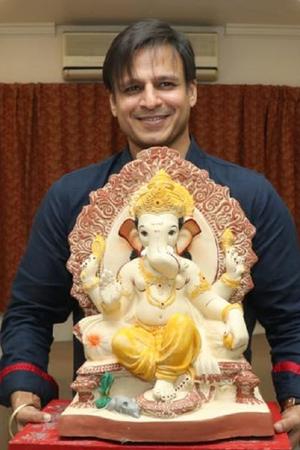 Vivek Oberoi is all smiles as he celebrates Ganesh Chaturthi