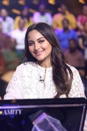 YoSonakshiSoDumb People Troll Sonakshi Sinha For Not Being Able To Answer RamayanaRelated Questio