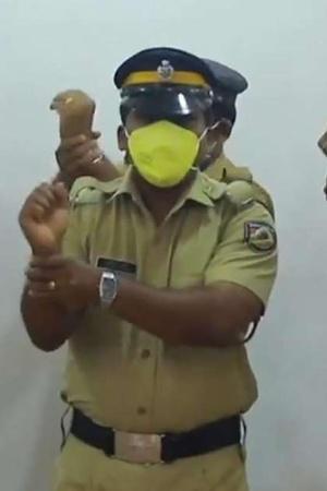 Policemen Sing & Dance To Keep People's Morale Up During Lockdown