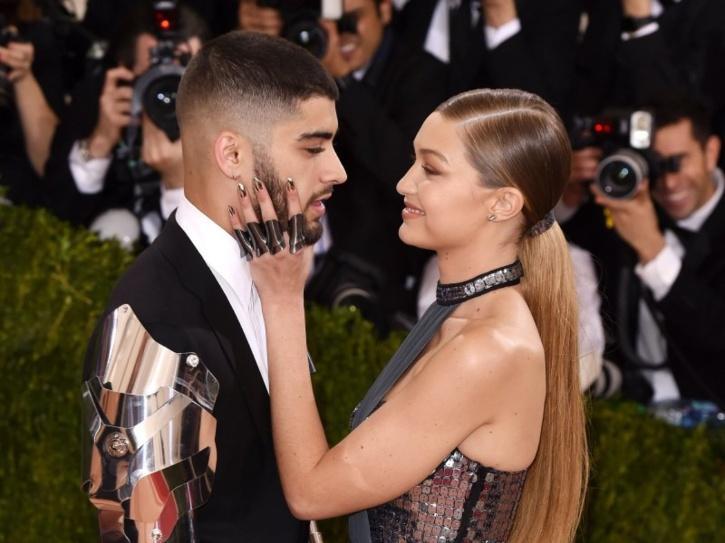 21 Funny Yet Relatable Tweets About Zayn & Gigi Hadid