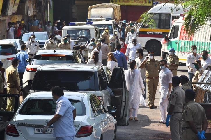 Rishi Kapoor funeral pictures.