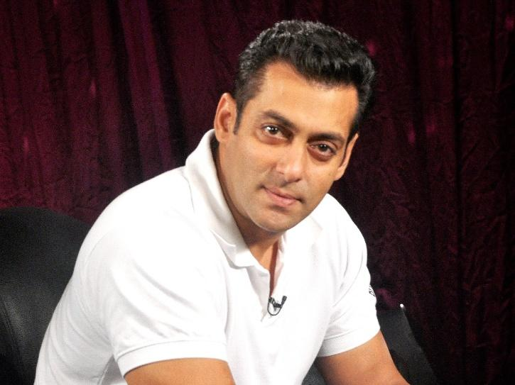 After Helping 25,000 Labourers, Salman Khan Provides Basic Essentials To 50 Female Ground Workers