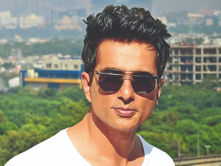 In A Heartwarming Gesture, Sonu Sood Provides Meals For 25,000 Migrant Workers During Ramadan