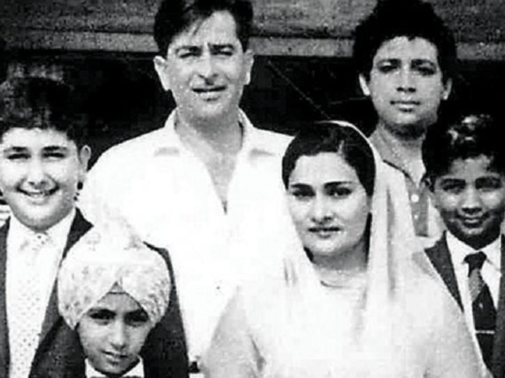 Rishi Kapoor family photo.