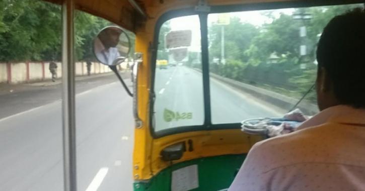 Hyderabad autorickshaw driver, returns Rs 1.4 lakh to passenger