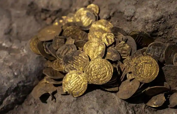 1,000-year-old gold coins stashed away in clay vessel unearthed in Israel