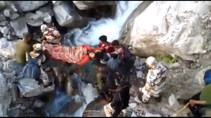 ITBP jawans of 14th Battalion carrying an injured woman on stretcher in Pithoragarh