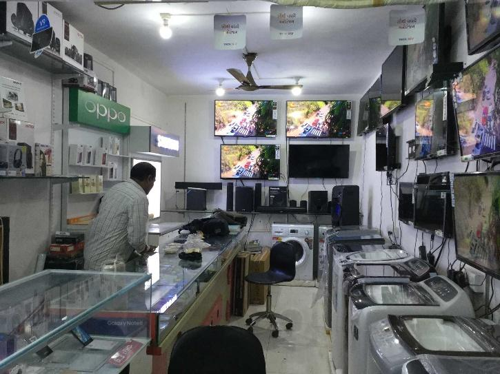 e shop saw a sudden increase in the number of customers,