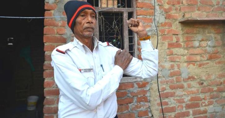 Gangaram manages traffic at seelampur traffic signal