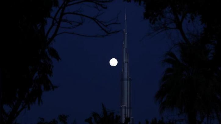 Blue moon lights up sky in 2020