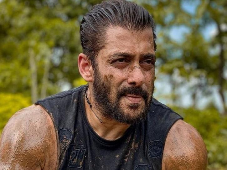 Salman Khan farmers mud photo.
