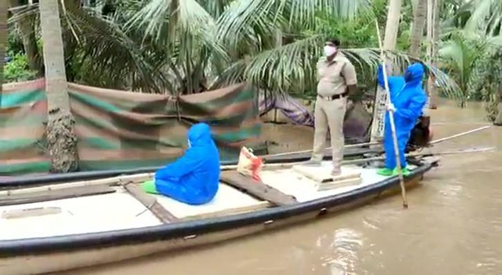 Andhra Pradesh, Andhra Pradesh Flood, Andhra Pradesh COVID-19, Andhra Pradesh Flood Police, Andhra Pradesh Police Boat
