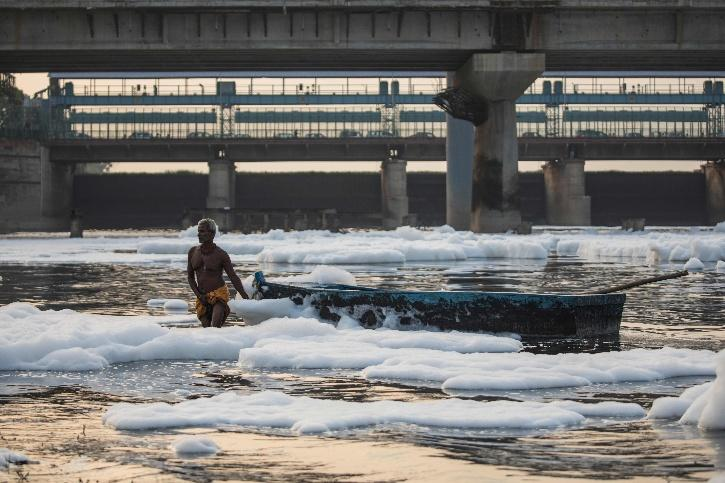 clean yamuna foam pollution