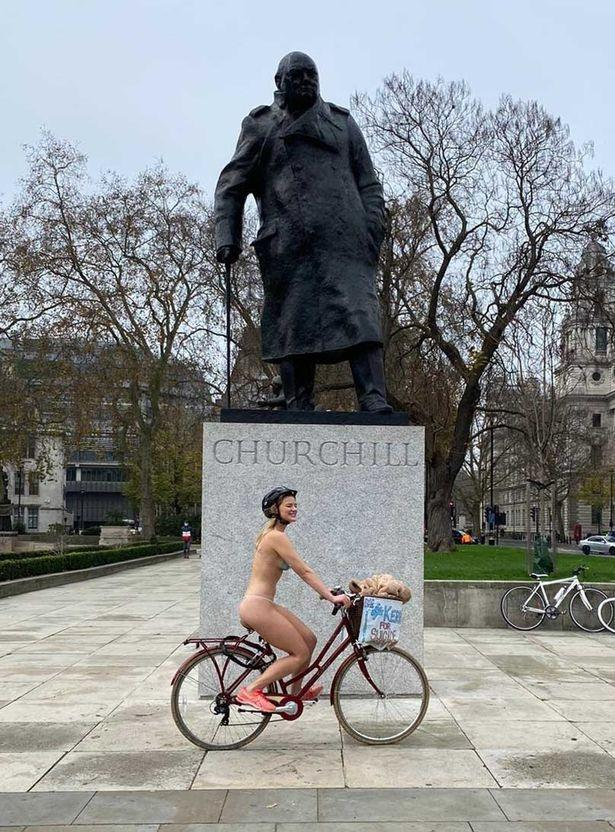 Kerri Barnes, a 25-year-old Londoner, cycled 10 miles around the city