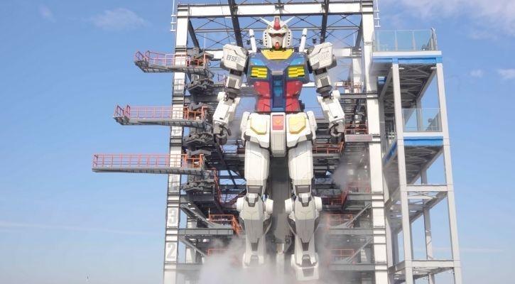 Mobile suit gundam life-sized robot