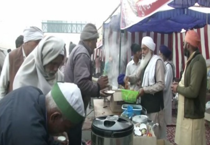 Amritsar eatery starts langar service at Ghazipur border